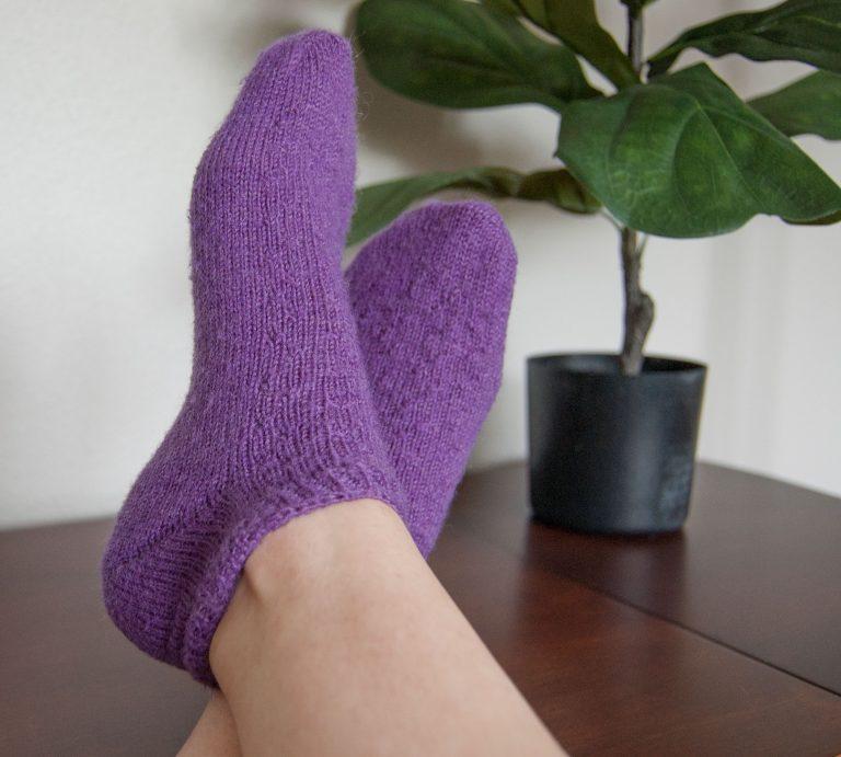 lion brand sock-ease strawberry fields socks free knitting pattern