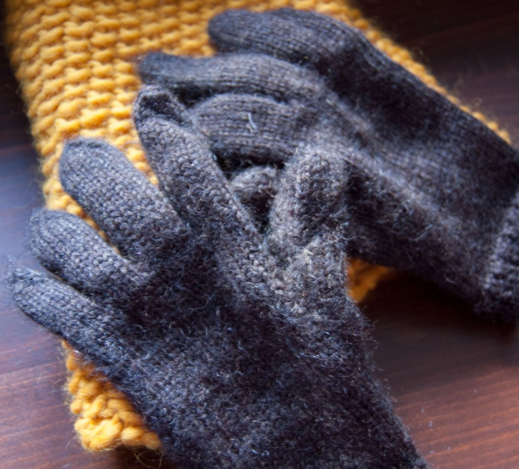 photographers knit gloves pattern by pirateforhire